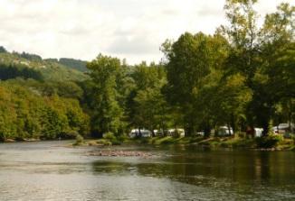 Camping aan rivier