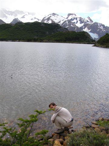 water drinken uit meer