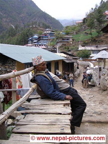 Slapende Sherpa in Monju