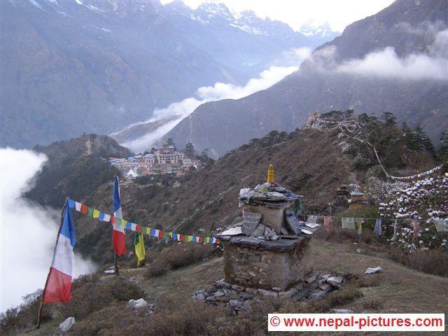 Tengboche vanaf berg met stupa
