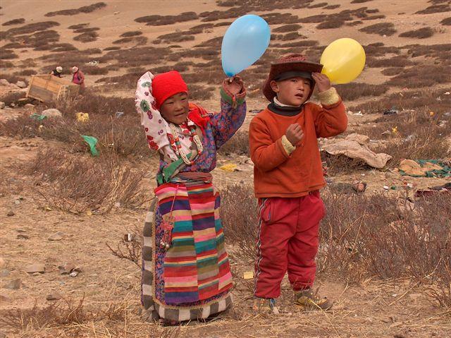 Tibetaanse kinderen Sagadawa festival
