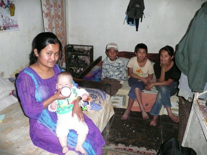 Maiya met broertje en zusjes